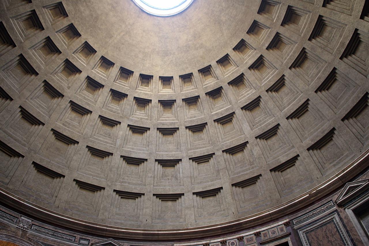 이탈리아 판테온 신전 격자무늬 돔의 구조 모습