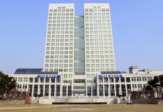 대전시가 1944억 원 규모의 추경을 편성했다. 이로써 대전시의 2019년도 예산은 기정예산 대비 3.8% 증액된 5조 2849억 원이다. 대전시청 전경.
