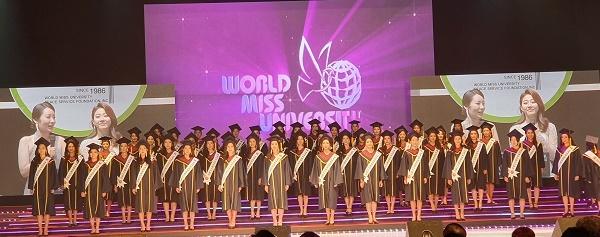 학사복 학사복 퍼레이드를 마친 WMU 한국대회 참가자들이다.