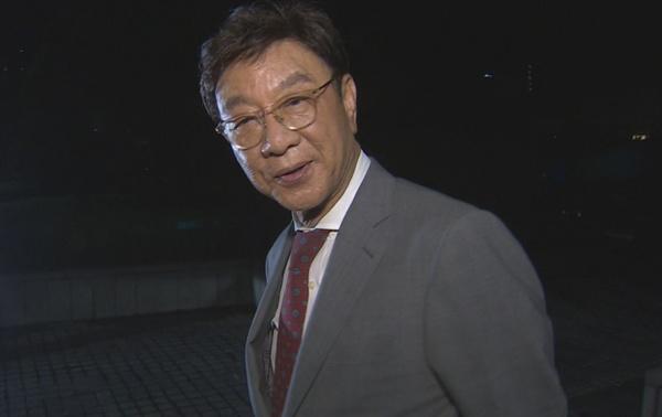 동양대학교 최성해 총장이 5일 참고인 신분으로 검찰에서 조사를 받은 뒤 청사를 나오며 취재진의 질문에 답하고 있다.