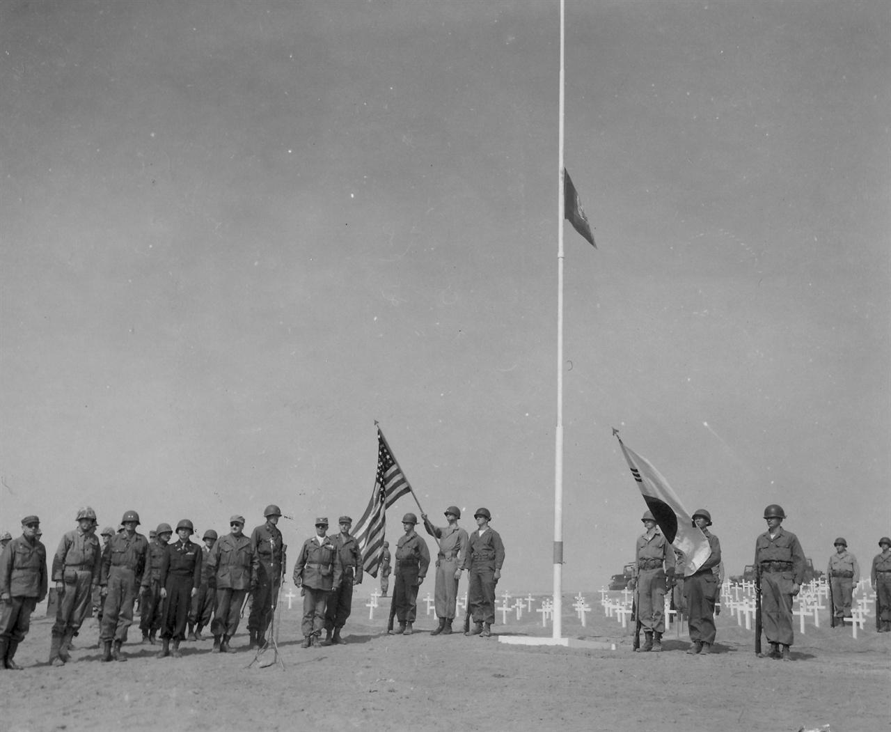 유엔군묘지에도 추도식을 거행하고 있다(1950. 10. 8.).