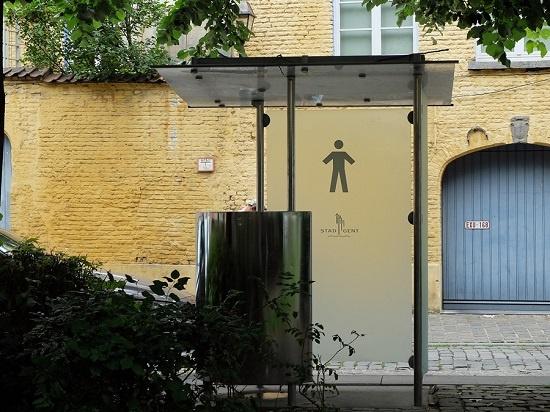 헨트 길거리 남자화장실  헨트 중심가에서 조금 벗어나면 쉽게 찾을 수 있는 길거리 남자 화장실이다. 볼일을 보다가 지나가는 사람과 눈이 마주칠 수 있다.