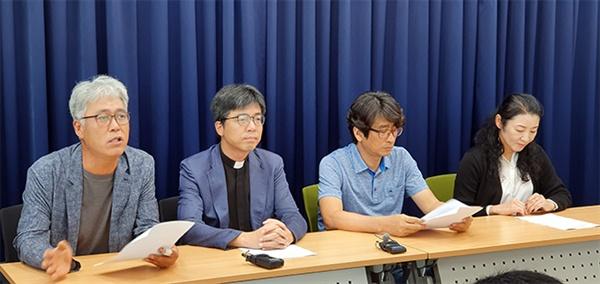 강릉 시민단체들이 5일 강릉시청 프레스센터에서 김한근 강릉시장을 검찰에 고발하는 기자회견을 열고있다.