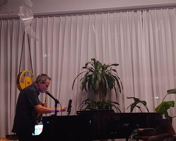지난 2일, 첫 내한 공연을 열었던 존 폴 존스