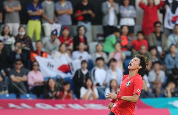5일 오후(한국시간) 터키 이스탄불 파티흐 테림 스타디움에서 열린 한국과 조지아의 평가전. 황의조가 득점에 실패한 뒤 아쉬워하고 있다.
