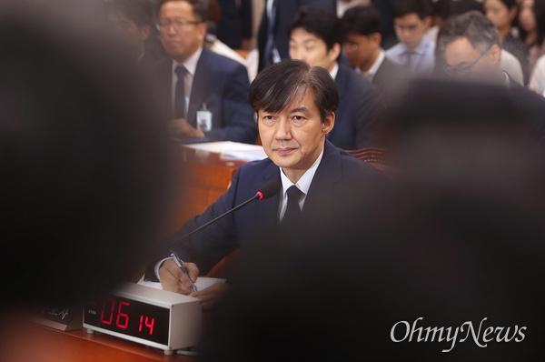 인사청문회 출석한 조국 후보자 조국 법무부 장관 후보자가 6일 국회 법제사법위원회에서 열린 인사청문회에 출석하고 있다.