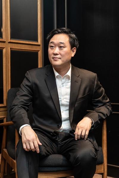 영화 <힘을 내요, 미스터 리>를 연출한 이계벽 감독.