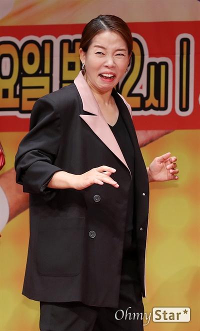 '최신유행 프로그램2' 정이랑, 정극배우라 불러주오 배우 정이랑이 6일 오후 서울 상암동 누리꿈스퀘어에서 열린 XtvN <최신유행 프로그램2> 제작발표회에서 포토타임을 갖고 있다. <최신유행 프로그램2>는 tvN의 롤러코스터와 SNL을 계승, 최신 트렌드와 유행 코드를 담은 '아싸써커스', '요즘것들 탐구생활', '스타트-엇!?'으로 구성된 버라이어티 프로그램이다. 7일 토요일 밤 12시 첫 방송.