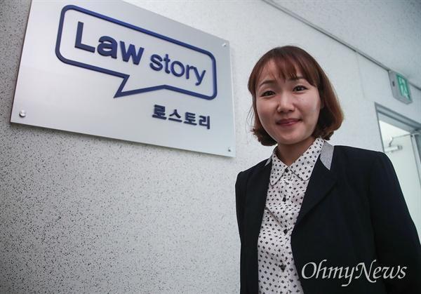"""홍정민 로스토리 대표변호사는 """"파생결합펀드(DLF)를 제대로 이해하지 못하는 직원들에게 팔게 한 것은 문제가 있다""""고 지적했다."""