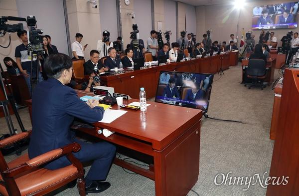 조국 법무부 장관 후보자가 6일 국회 법제사법위원회에서 열린 인사청문회에서 마무리발언을 하고 있다.