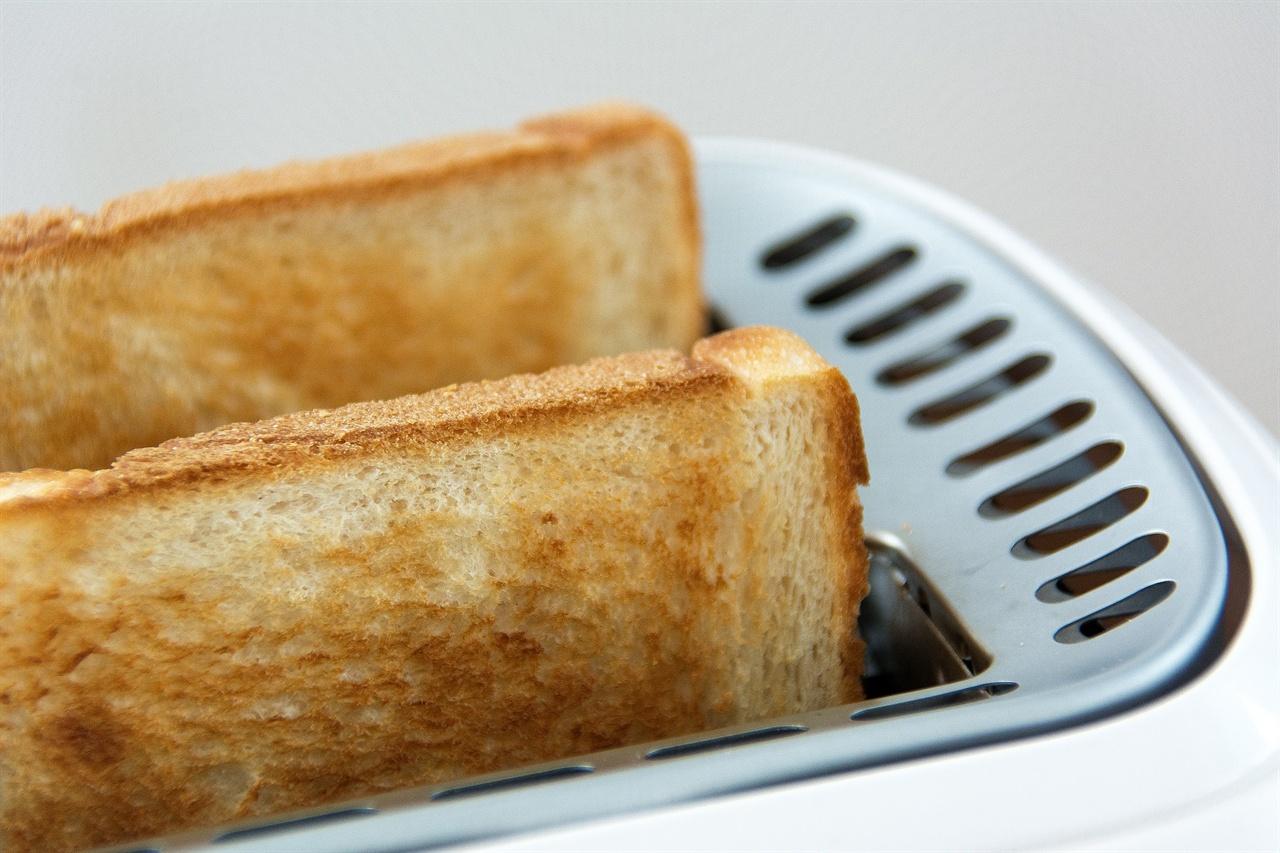 갓 구운 토스트가 기다리던 명절 아침