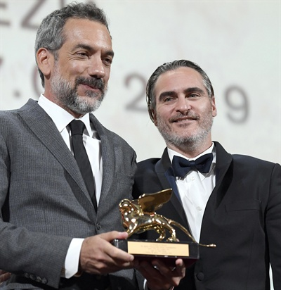 토드 필립스 감독의 <조커>가 제76회 베니스 국제영화제에서 대상인 황금사자상을 받았다.