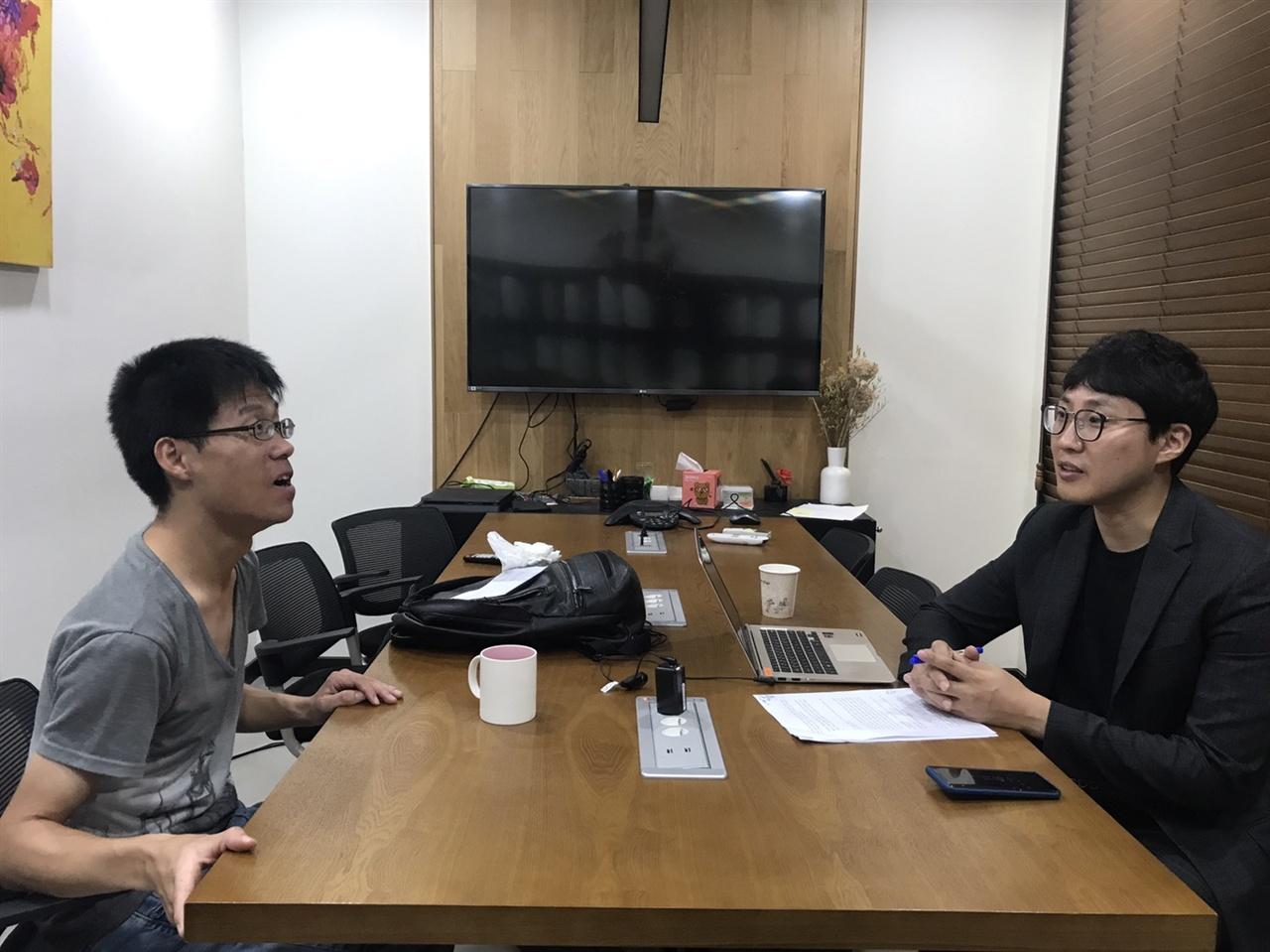 김종휘 변호사가 오마이뉴스와 인터뷰를하고 있다