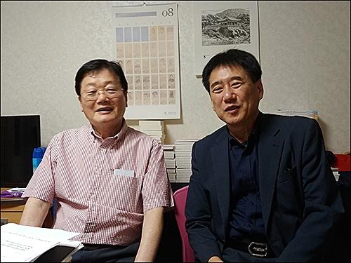 윤치홍, 오룡  대담을 하는 윤치홍(왼쪽), 오룡 회장