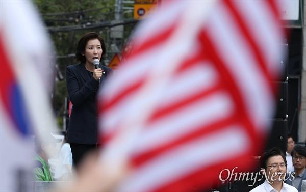 자유한국당 나경원 원내대표가 10일 오전 서울 서대문구 현대유플렉스 앞에서 열린 문재인정권 순회 규탄집회에서 발언을 하고 있다.