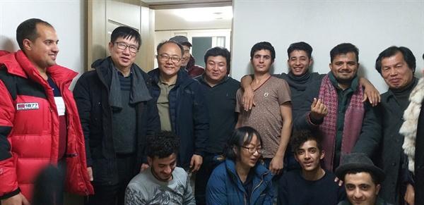 예멘난민 쉼터에서 한국어 교육을 마치고.