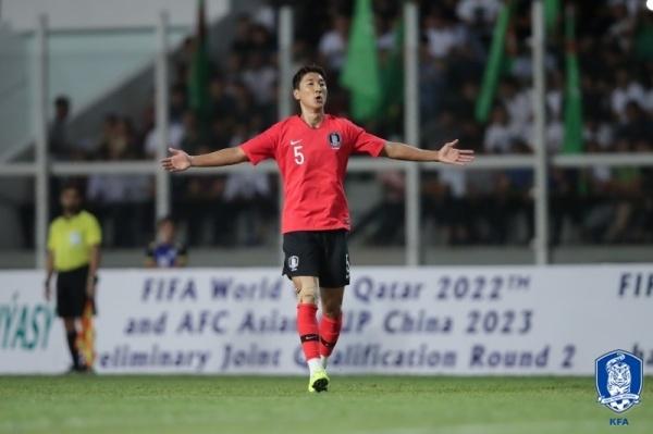 2022 카타르월드컵 아시아지역 2차예선 H조 1차전 투르크메니스탄전에서 프리킥 쐐기골을 터뜨린 정우영이 환호하고 있다.