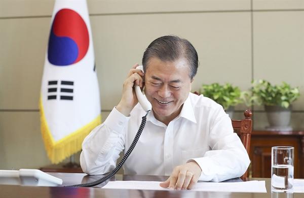 문재인 대통령이 11일 오전 MBC 라디오 프로그램인 '양희은.서경석의 여성시대'에 깜짝 출연했다.