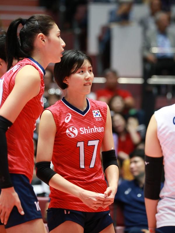 한국 여자배구 대표팀 경기 모습... 왼쪽부터 김연경, 이재영 선수