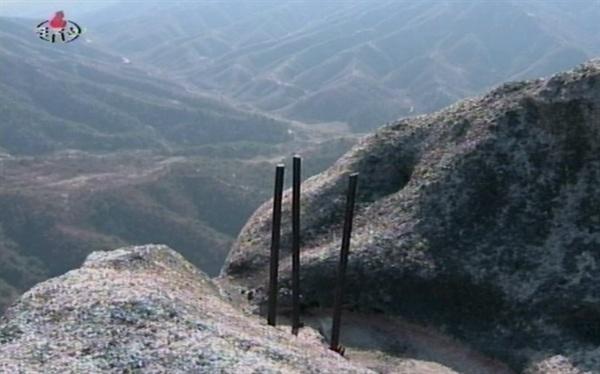 북한 개성지구의 송악산, 천마산, 지네산에서 일제강점시기에 일제가 박은 쇠말뚝 6개가 발견됐다고 조선중앙TV가 10일 보도했다.2011.11.11