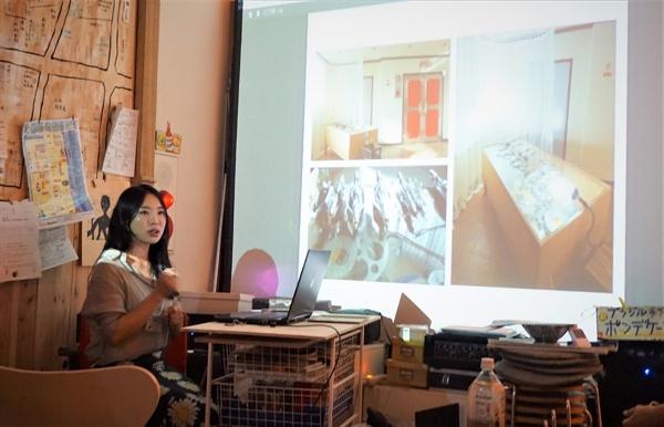 요코하마 파라다이스회관에서의 교류회에서 인천 미림극장의 전시에 대해서 발표하며, 시민들과 워크숍도 가진 라오미 작가