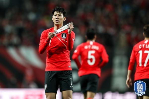 손흥민 손흥민이 대표팀 주장으로써 팀에 헌신하는데 집중하고 있다.