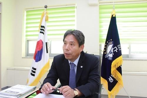 프로축구 전 성남 FC 대표이사 재직 시 신문선 박사
