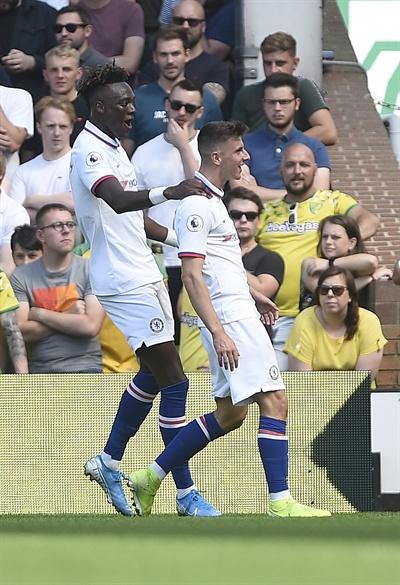 잉글리쉬 프리미어리그 첼시 소속의 타미 아브라함(왼쪽)과 메이슨 마운트(오른쪽) 선수의 모습.
