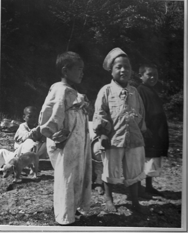 인천, 미 해군 함대에서 보호하고 있는 전쟁고아들(1951. 6. 6.).