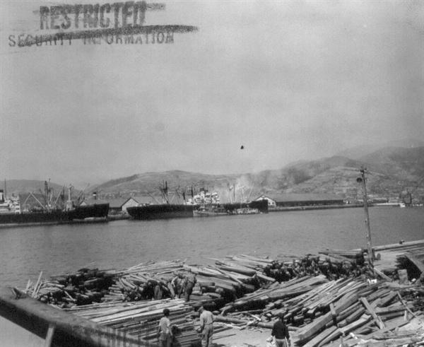 한국전쟁 중 임시 수도 부산 항(1951. 6. 13.).