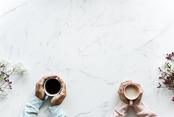 추석날 아침. 탕국을 끓이는 대신 시어머니랑 커피를 마셨다. 시어머니가 느끼는 복잡한 감정에 연민이 느껴졌다.