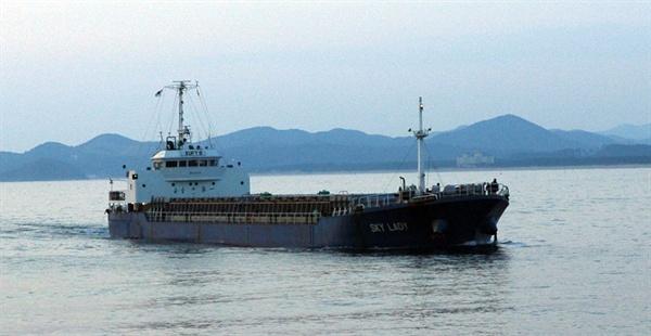 오늘도 일본 쓰레기를 실은 배는 한국으로 들어오고 있다.