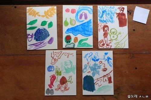 12살 어린이가 빚은 그림. 물감을 묻혀 붓이 지나간 자리에서 새로운 이야기가 태어난다.