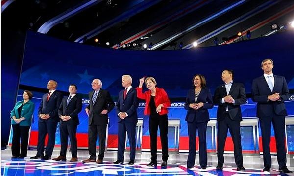 미국 민주당의 2020 대통령선거 출마 후보자 10명의 3차 TV 토론회가 텍사스 주 휴스턴에서 열렸다. 오른쪽 두 번째가 보편적 기본소득을 내걸어 화제를 모은 앤드류 양이다.