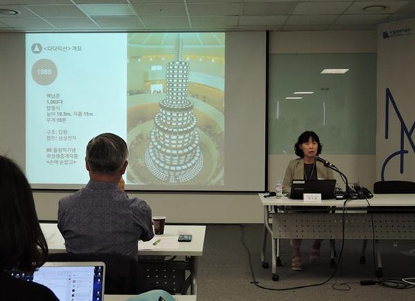 지난 9월 11일 '다다익선' 복원 관련 국립현대미술관 기자간담회, 발표하는 박미화 학예연구관.