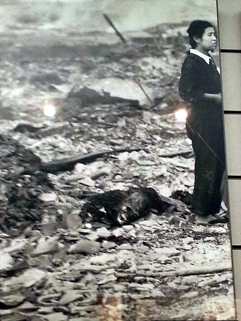 나가사키에 원자폭탄이 떨어진 직후 살아남은 여학생이 자신이 살았던 집을 찾아왔지만 아무것도 남아있지 않았다. 기무라씨 설명에 의하면 검게 타죽은 시체가 어머니였을 것이란다