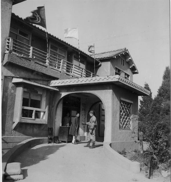 흥남, 임시 치안대 본부 건물(1950. 11. 12.).