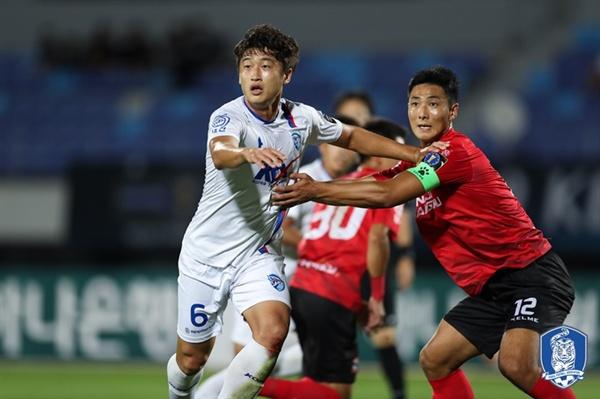18일 19:00, 대전코레일과 상주상무의 KEB 하나은행 FA컵 4강전 1차전이 대전 한밭운동장에서 펼쳐졌다.