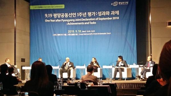지난 18일 통일연구원이 주최한 '9.19 평양공동선언 1주년 평가:성과와 과제' 국제 컨퍼런스에서 패널들이 토론하고 있다.