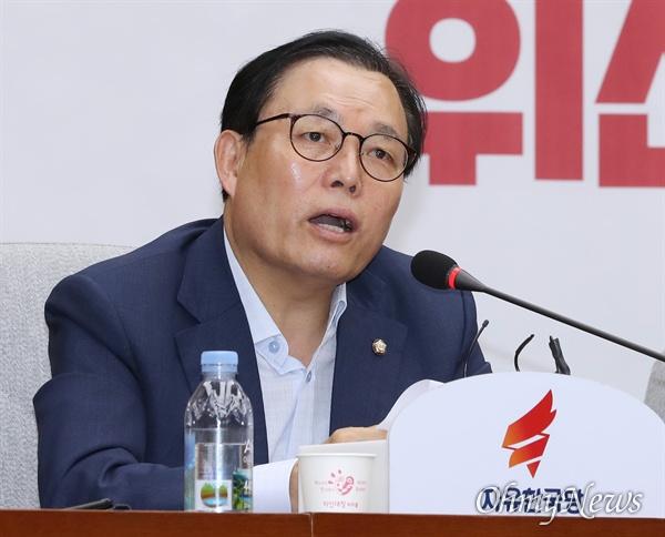 자유한국당 이채익 의원이 20일 오전 국회에서 열린 원내대책회의에서 모두발언을 하고 있다.