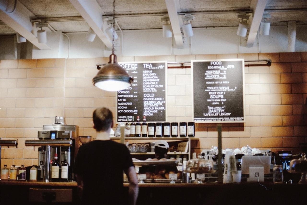 """오늘도 스스로에게 질문한다. """"나는 왜 카페를 하는가?"""""""