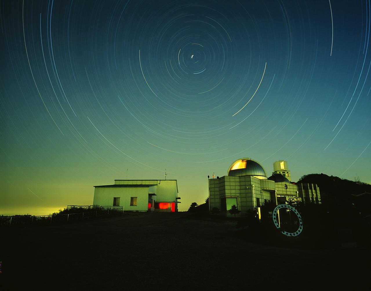 영천시 보현산천문대의 밤.