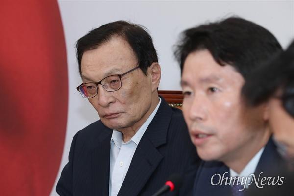 더불어민주당 이해찬 대표가 23일 오전 국회에서 최고위원회의를 주재하고 있다.