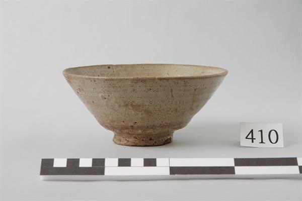 """국립진주박물관에서 10월 1일부터 열리는 """"조선 도자, 히젠(肥前)의 색을 입다""""의 한일문화교류 특별전.  사진은 아이이도 다완."""