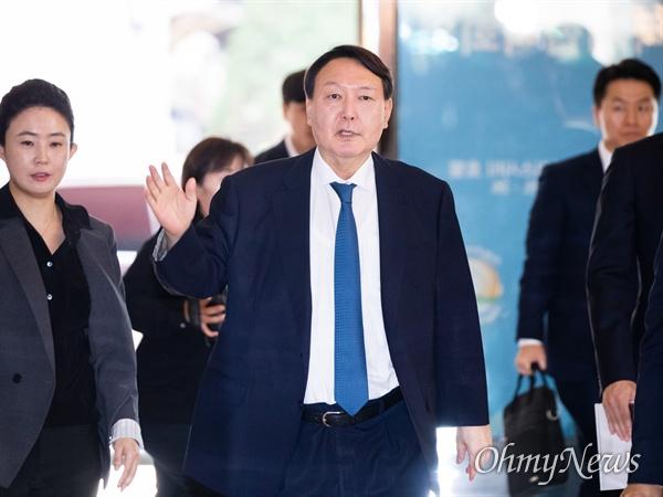 윤석열 검찰총장이 25일 오전 인천 파라다이스 호텔에서 열린 마약류퇴치국제협력회의에 참석하고 있다.