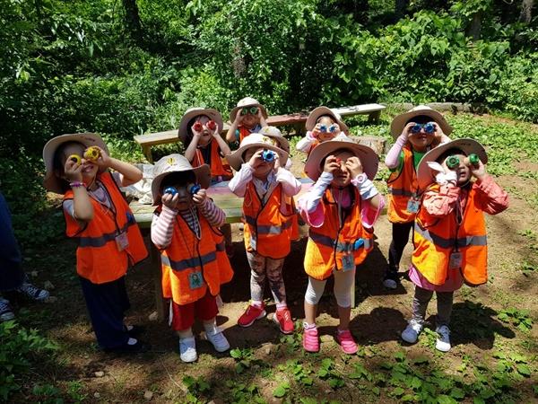 광덕산환경교육센터 프로그램에 참여한 아이들  광덕산환경교육센터는 아이들을 대상으로 다양하고 의미있는 환경교육을 진행하고 어린이집 유치원 등 어린이기관에서 선호하는 환경교육기관이다.