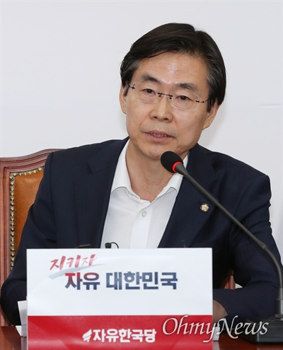 자유한국당 조경태 최고위원이 26일 오전 국회에서 열린 최고위원회의에서 모두발언을 하고 있다.