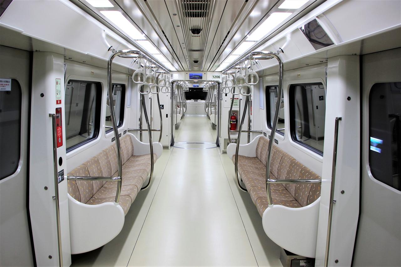 김포 골드라인 열차 내부의 모습.