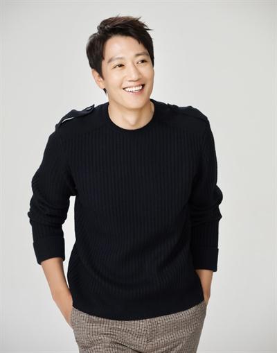 영화 <가장 보통의 연애> 찌질남 재훈 역의 배우 김래원
