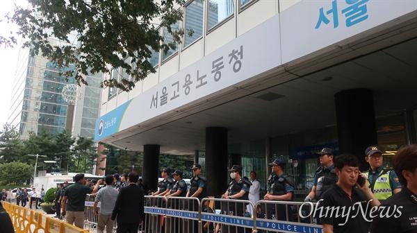 27일 오후 서울 중구 장교동 서울고용노동청 앞에서 민주노총 결의대회가 개최됐다.